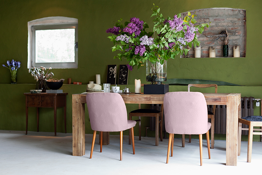 Dining room featuring a contrasting color palette.